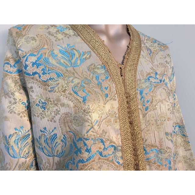 Moroccan Turquoise and Gold Brocade Kaftan Size Medium For Sale - Image 4 of 9