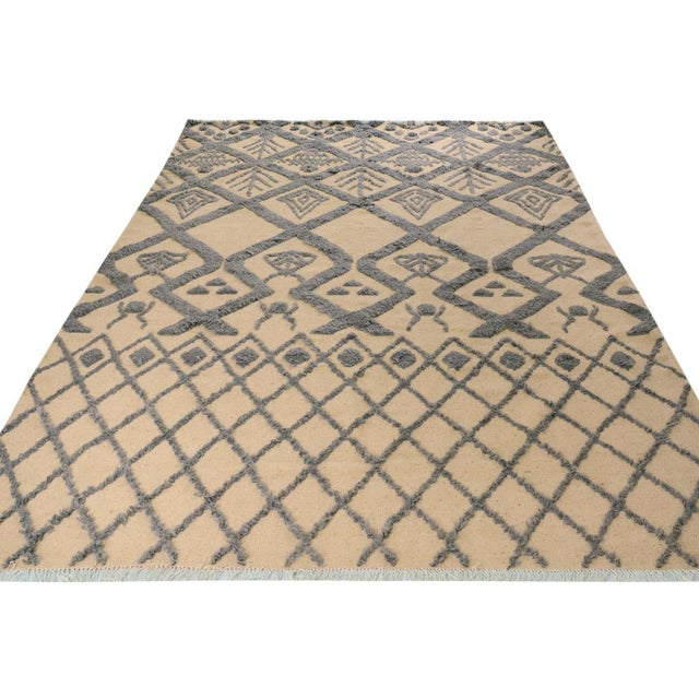 Moroccan High-Low Pile Arya Tammera Ivory/Blue Wool Rug -8'1 X 10'9 For Sale In New York - Image 6 of 8