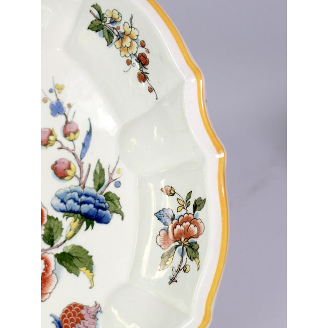 Villeroy & Boch 1800s Franco-German Hand-Painted Porcelain Rouen Saar Basin Plate For Sale - Image 4 of 6