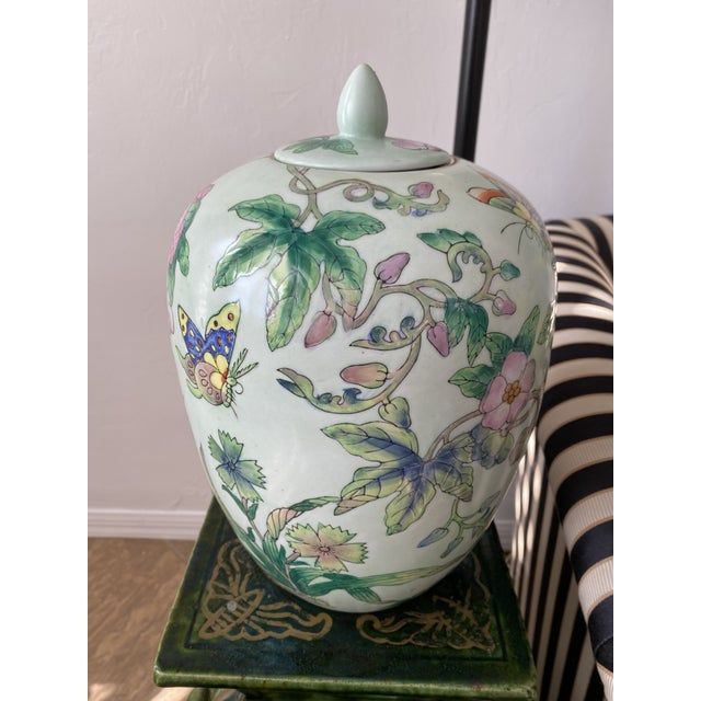 Lided Chinoiserie Strawberry and Butterfly Ginger Jar For Sale - Image 6 of 13