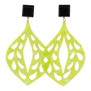 Italian Moonglow Green Carved Dangling Chandelier Lucite Clip Earrings For Sale