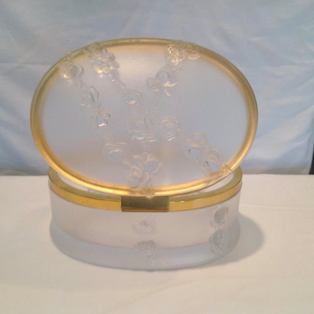Lalique Oval Lalique Hinged Box With Gilt Metal Mounts For Sale - Image 4 of 13