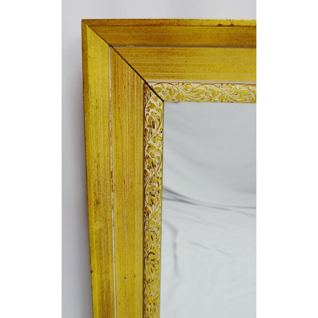 Vintage Gold and White Striated Paint Framed Mirror For Sale In Philadelphia - Image 6 of 10