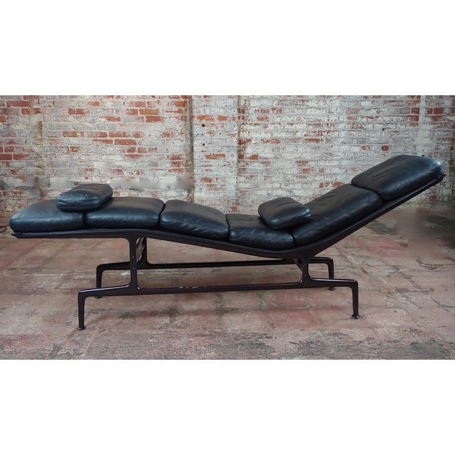 Ray & Charles Eames for Herman Miller Billy Wilder Chaise Longue For Sale - Image 4 of 10