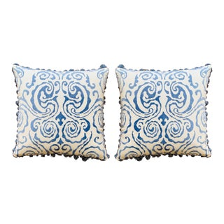 Scalamandré 'Cirrus Velvet Damask' White and Blue Pillows With Fringe - a Pair For Sale
