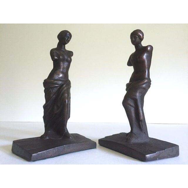 """Art Deco Vintage 1920's Rare """" Venus De Milo """" Cast Iron Bronze Neoclassical Bookend Statues - a Pair For Sale - Image 3 of 13"""