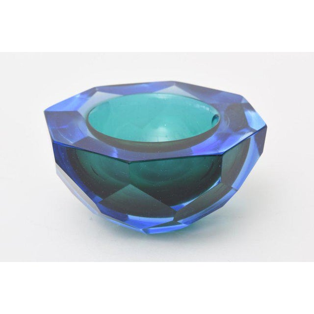 Italian Murano Diamond Faceted Sommerso Geode Glass Bowl For Sale In Miami - Image 6 of 11