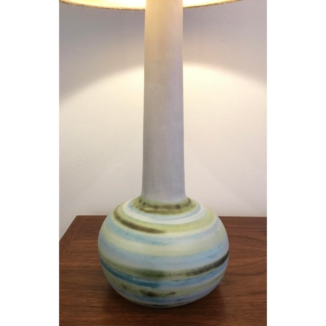 Gordon & Jane Martz Mid-Century Modern Ceramic Table Lamp by Martz For Sale - Image 4 of 11