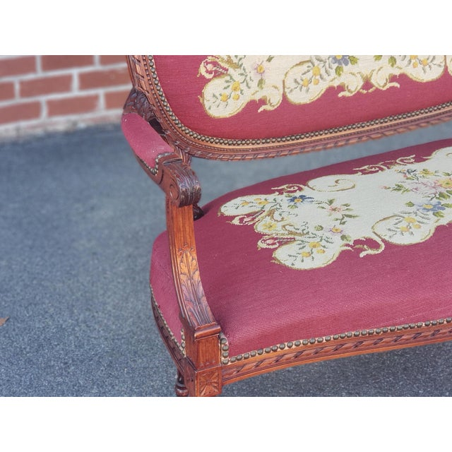 French 1950s French Louis XV Style Needlepoint Living Room Settee For Sale - Image 3 of 10