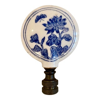 Mid 20th Century Chinoiserie Blue & White Porcelain Lamp Finial For Sale
