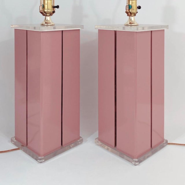 1980s Optique Mauve Lacquered Metal and Lucite Lamps- a Pair For Sale In New York - Image 6 of 11