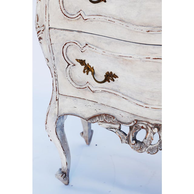 Rococo Pair of Painted Rococo-Style Nightstand Commodes For Sale - Image 3 of 9