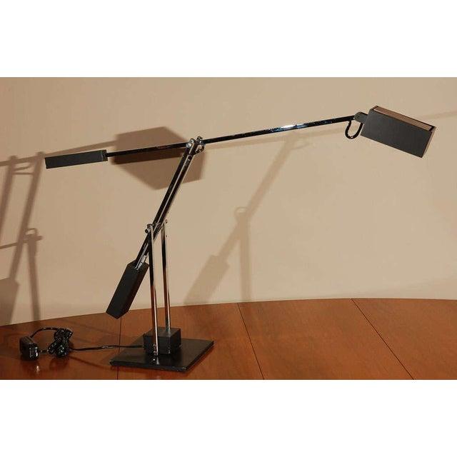 Articulating counter balance task lamp.