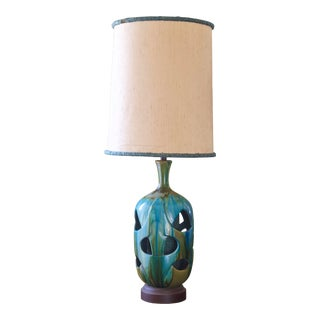 1960s Mid-Century Modern Turquoise Ceramic Lamp, Drip Glaze, With Shade For Sale