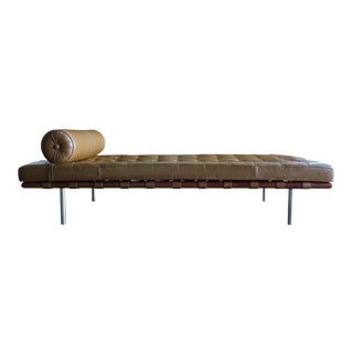 Caramel Leather and Walnut Daybed by Mies Van Der Rohe for Knoll, 1974