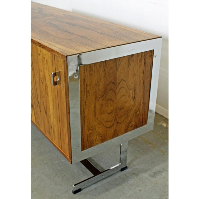1970s Mid-Century Modern Richard Young Merrow Assoc. Rosewood Chrome Credenza For Sale - Image 5 of 12