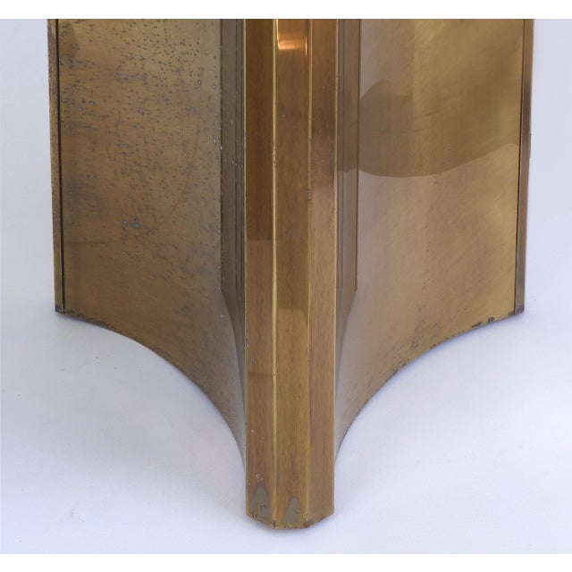 "Gold Mastercraft Double Pedestal Brass ""Trilobi"" Dining Table With Ogee Beveled Glass For Sale - Image 8 of 13"