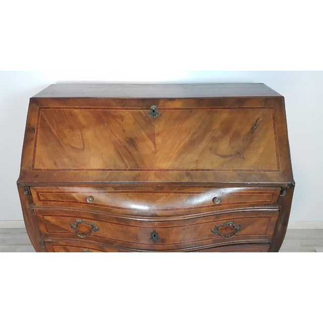 Elegant chest with secretaire of the early 18th century, beautiful from the quality that can only be obtained from...