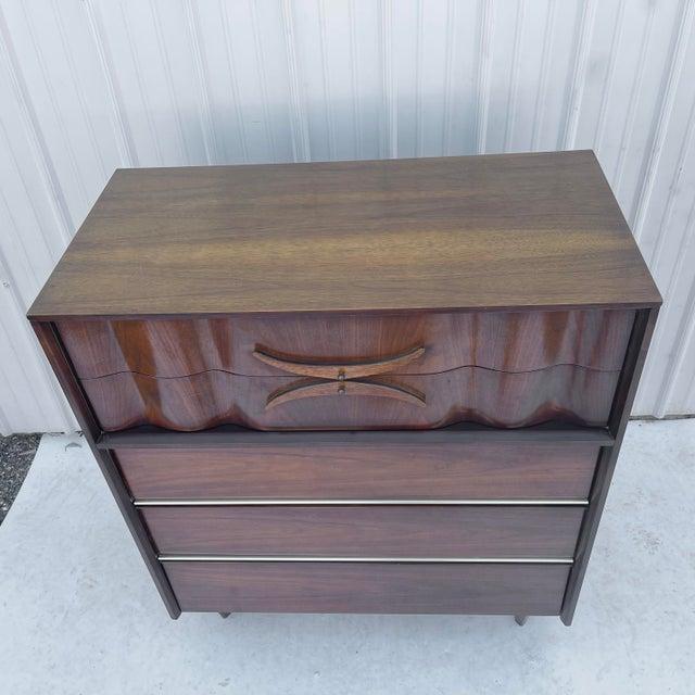 Mid-Century Modern Highboy Dresser For Sale In New York - Image 6 of 13