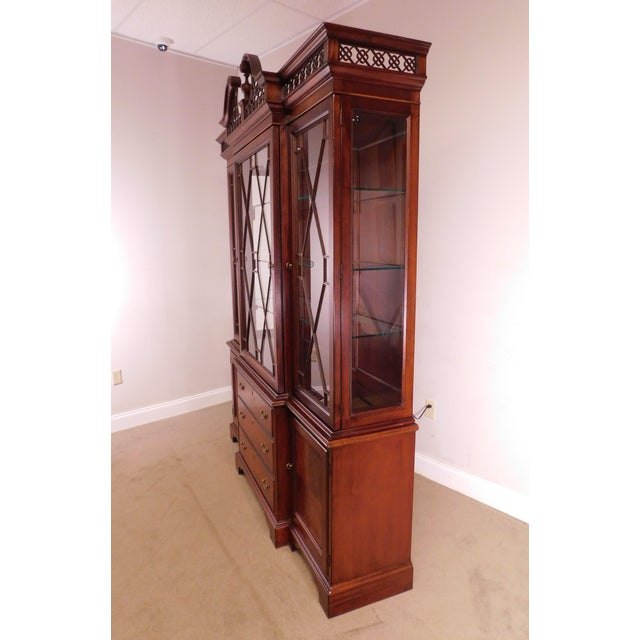"""Chippendale Lexington """"The Palmer Home Collection"""" Large Mahogany Chippendale Style Breakfront For Sale - Image 3 of 13"""