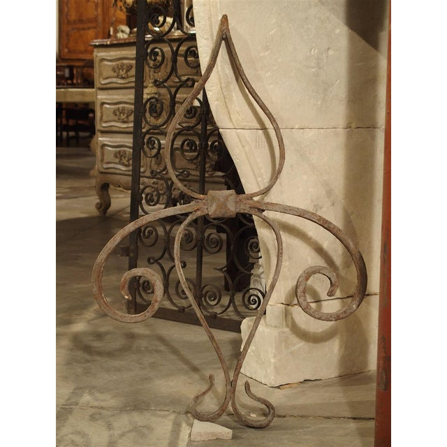 18th Century Forged Iron Fleur De Lys Ancre Wall Support From France For Sale In Dallas - Image 6 of 9