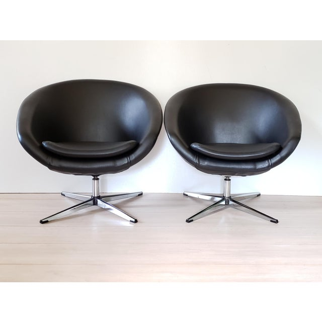 Stylish and extremely comfortable pair of black vinyl upholstered, chrome four star base swivel pod chairs by Overman Very...