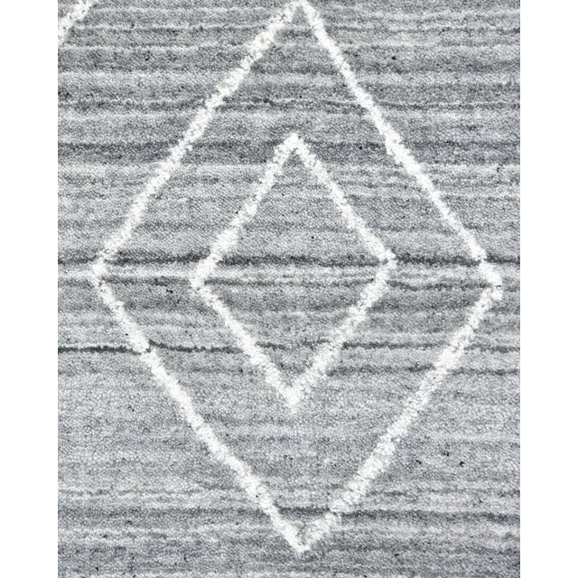Moroccan Maxwell, Bohemian Moroccan Hand Loom Area Rug, Silver, 5 X 8 For Sale - Image 3 of 9