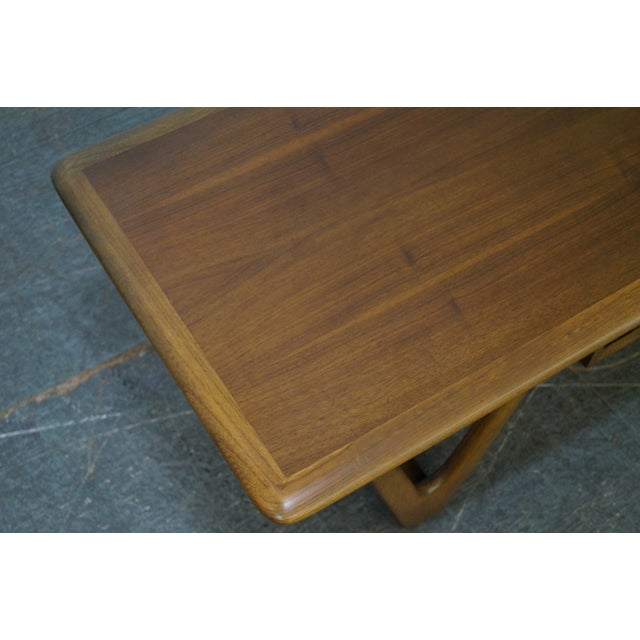 """Lane """"Perspective"""" Mid-Century Walnut V Base Coffee Table For Sale In Philadelphia - Image 6 of 10"""