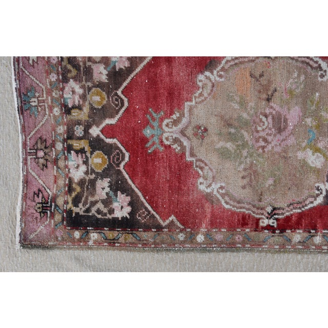"""Early 20th Century Turkish Muted Rose/Pink Accent Rug - 1'9"""" X 3'8"""" For Sale - Image 4 of 10"""