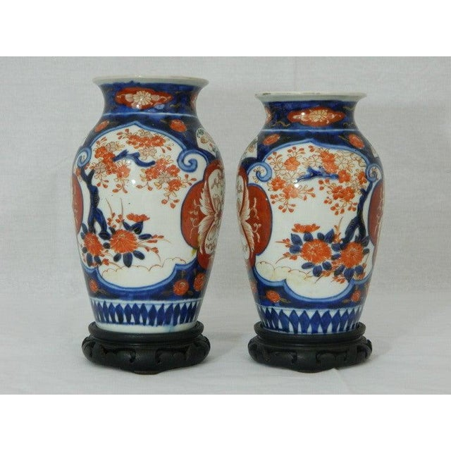 Asian Pair of Imari Vases Depicting Floral Decorations on Stands, 19th Century For Sale - Image 3 of 8