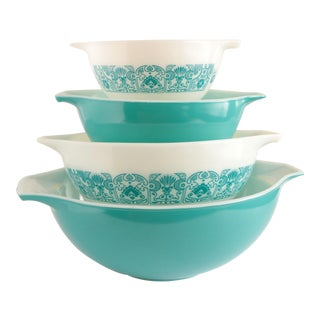 Pyrex Cinderella Mixing Bowls - Set of 4 For Sale