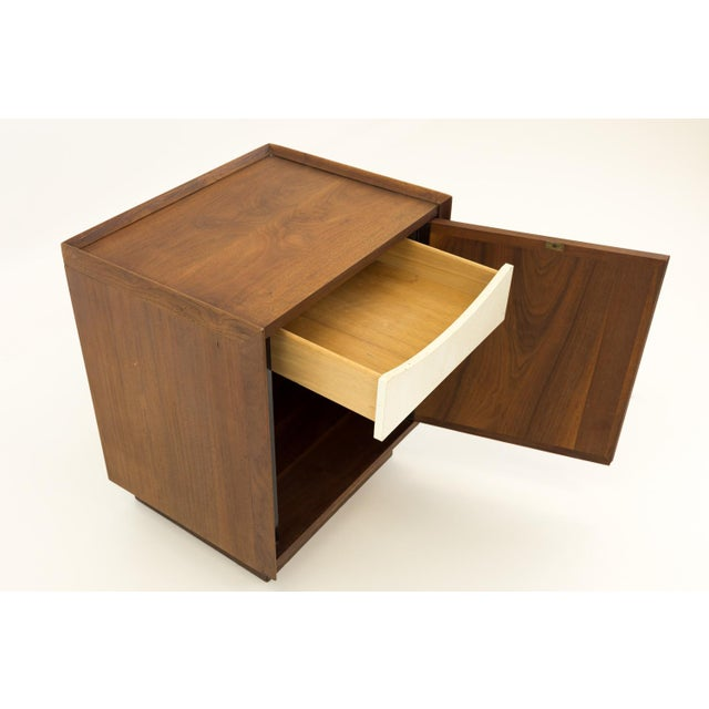 Mid Century Modern Dillingham Nightstand For Sale In Chicago - Image 6 of 10