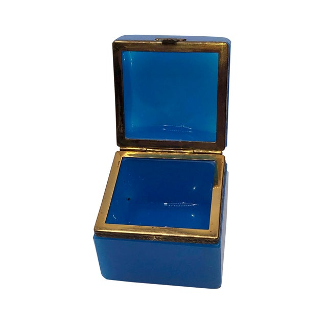 French 1940s French Blue Opaline Trinket Box For Sale - Image 3 of 8