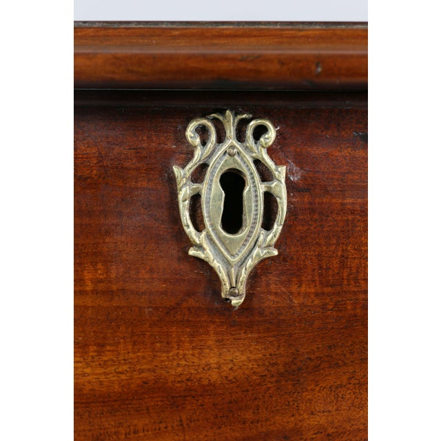 Late 18th Century Fine George III Mahogany Serpentine Chest of Drawers For Sale - Image 5 of 11