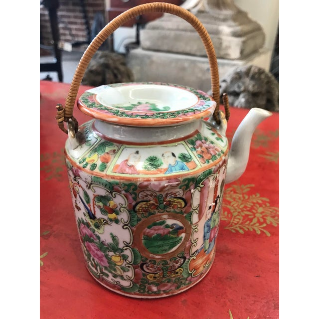 Small Rose Medallion Chinese Export teapot. Late 19th century to early 20th century.