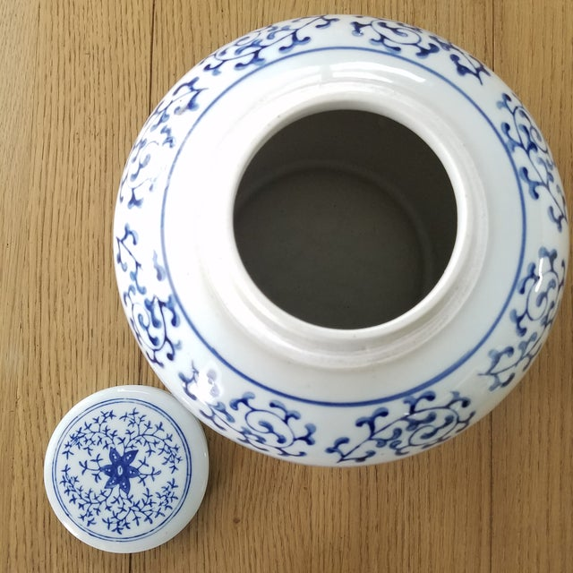 Vintage Chinoiserie Blue & White Ginger Jar For Sale - Image 4 of 6