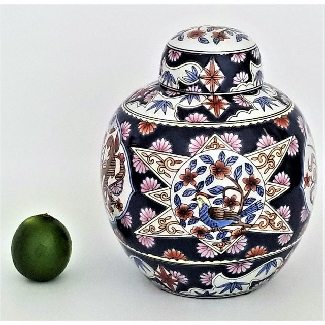 Chinoiserie Chinese Famille Rose Porcelain Ginger Jar - Asian Palm Beach Boho Chic Chinoiserie Mid Century Modern For Sale - Image 3 of 12