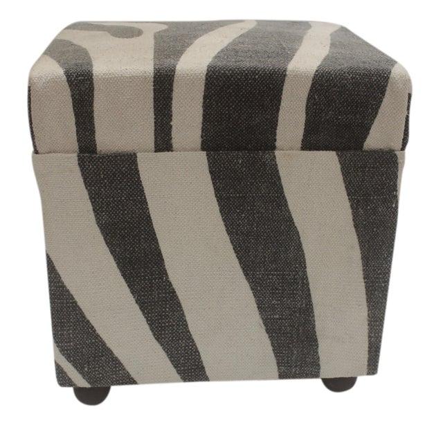 Arya Jerrod Ivory & Gray Kilim Upholstered Handmade Ottoman For Sale - Image 4 of 5