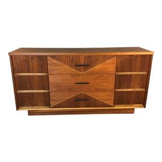1960s Walnut 9-Drawer Dresser by Hooker Furniture For Sale
