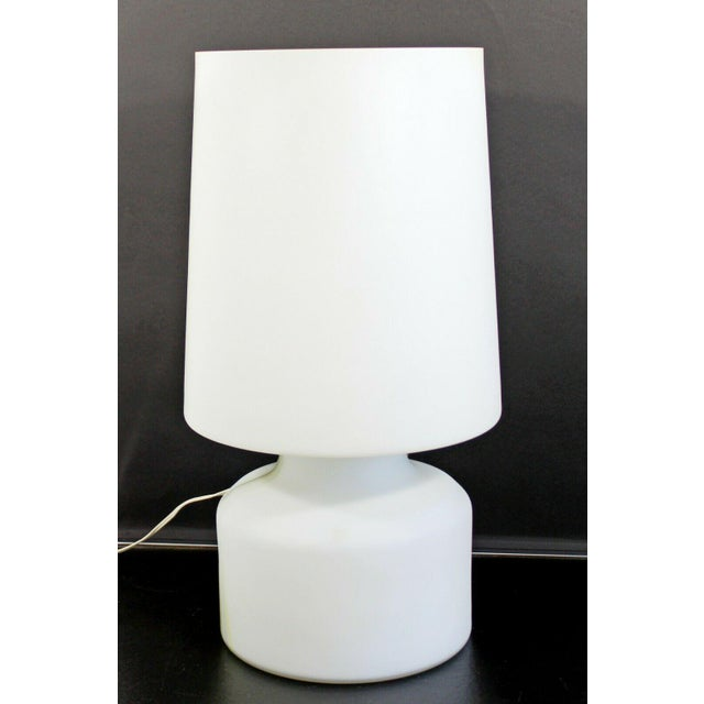 Glass Mid Century Modern Large White Murano Glass Table Lamp 1970s Italy For Sale - Image 7 of 10