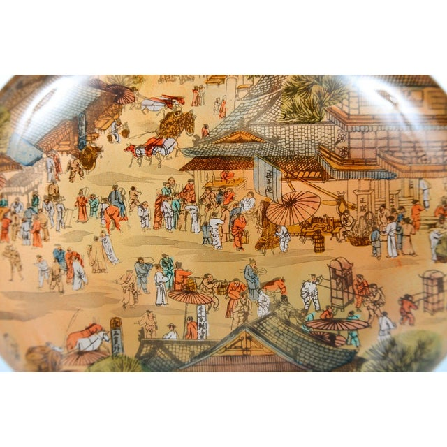 Asian Chinese Reverse-Painted Snuff Bottle For Sale - Image 3 of 9