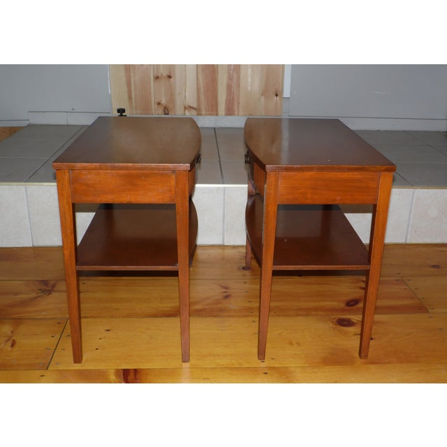 Federal Vintage Pair Traditional Federal Mahogany End Tables Nightstands Mersman Tables For Sale - Image 3 of 13