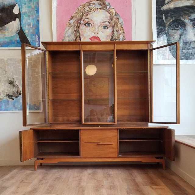 Mid-Century Modern Vintage Mid-Century Modern Display Cabinet With Bi-Fold Doors For Sale - Image 3 of 13