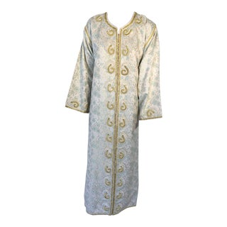 Moroccan Caftan, White Floral Brocade Kaftan Embroidered With Gold Threads For Sale