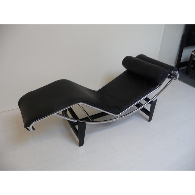Silver Lc4 Style Black Leather Chaise Lounge in the Style of Le Corbusier For Sale - Image 8 of 8