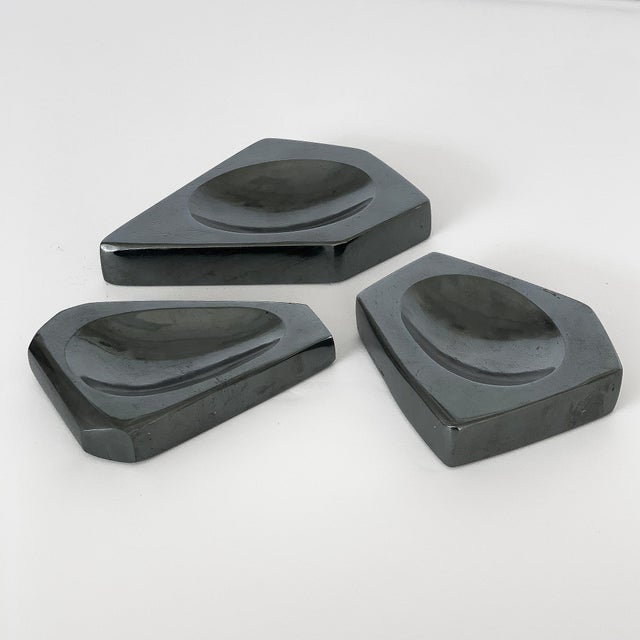 Mid-Century Modern Set of Three Carved Hematite Stone Vide Poches For Sale - Image 3 of 8