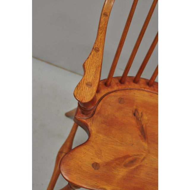Mid 20th Century Antique d.r. Dimes Wooden Windsor Bow Back Continuous Arm Dining Chair (B) For Sale - Image 5 of 13