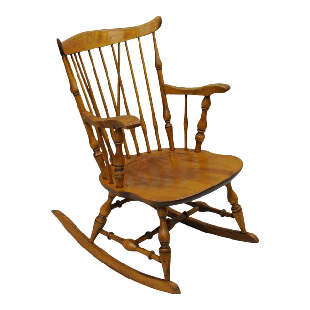 Colonial Traditional Vtg Nichols & Stone Maple Wood Windsor Rocking Chair Rocker For Sale