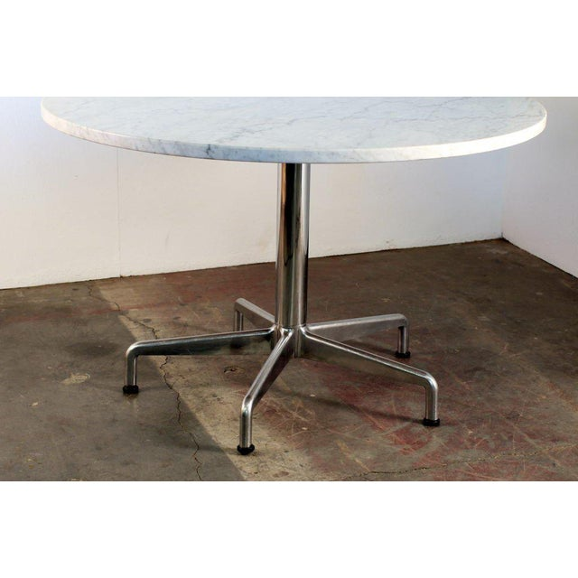 Mid-Century Modern Segmented Base and Marble-Top Round Dining Table by Eames for Knoll For Sale - Image 3 of 5