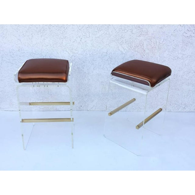 1970s Swivel Acrylic and Brushed Brass Barstools by Charles H. Jones - Set of 4 For Sale - Image 5 of 8